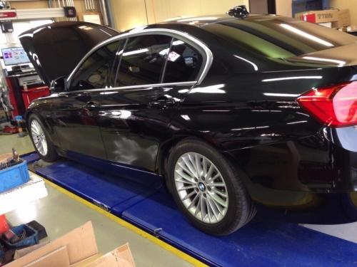 BMW 320i F25